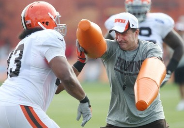 Browns assistant coach Joe Cullen is noted for teaching pass-rush technique to his linemen. Here he works with John Hughes on hand-fighting drills.