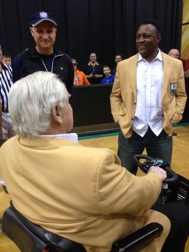 Hall of Fame running back Barry Sanders shares a laugh with Don Shula (seated) while former Bengals coach Dave Shula (in cap) looks on during the Pro Football Hall of Fame Fan Fest in the I-X Center on Saturday.