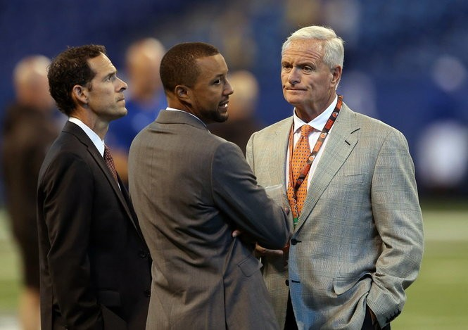 Cleveland Browns chief strategy officer Paul DePodesta, executive VP of football operations Sashi Brown and owner Jimmy Haslam talk on field prior to the game against the Indianapolis Colts this season.