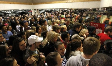 By opening its doors at 6 p.m. on Thanksgiving and offering deals throughout the evening and Friday morning, Walmart is hoping to draw the kinds of crowds that streamed into Macy's midnight opening at Fayette Mall in Lexington, Ky., last year.