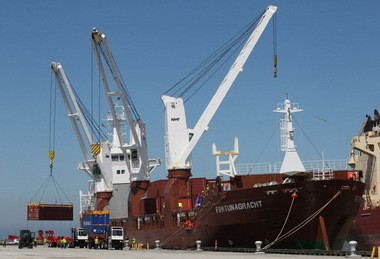 The Dutch ship Fortunagracht called upon the Port of Cleveland in April on the maiden voyage of the Cleveland-Europe Express. The monthly cargo service may enhance rising exports.