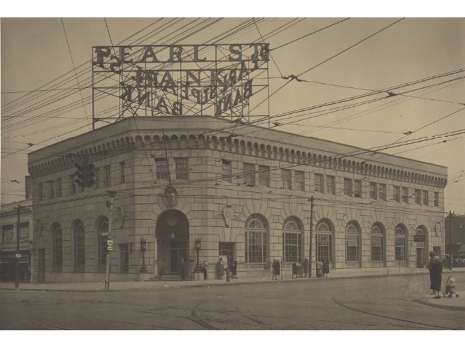 A photograph from the 1930s shows the Pearl Street Savings & Trust Co. branch at Pearl and Broadview roads as it used to appear, tall signs and all.