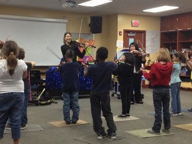 Cleveland Orchestra violinist Isabel Trautwein took part in an extracurricular string program at Fairview Elementary School in Bloomington on Wednesday.