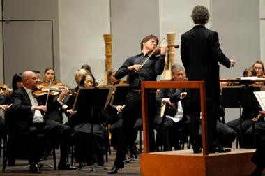 Violinist and Bloomington native Joshua Bell handily won over the crowd Wednesday night at Indiana University Auditorium with his performance of the Beethoven Violin Concerto with the Cleveland Orchestra and music director Franz Welser-Most.
