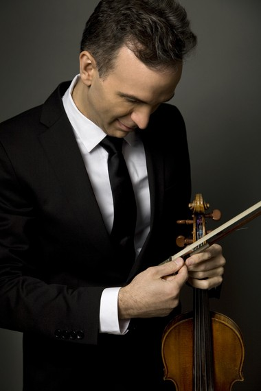 With his third appearance with the Cleveland Orchestra Monday, violinist Gil Shaham brought a sold-out crowd in Naples to its feet with the Korngold Violin Concerto.