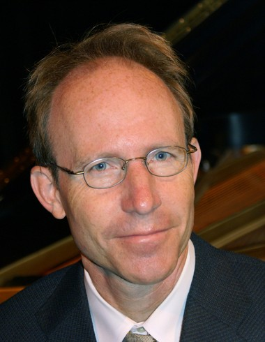 Pianist Thomas Labe, in collaboration with pianist Hyunsoon Whang, kicked off the new Rocky River Chamber Music Society season Monday with a performance at West Shore Unitarian Universalist Church.