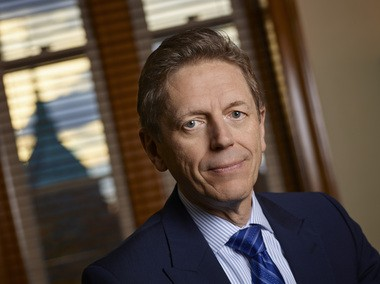 Cleveland Orchestra executive director Gary Hanson announced his intention Tuesday to retire in October 2015, after nearly 28 years at Severance Hall.