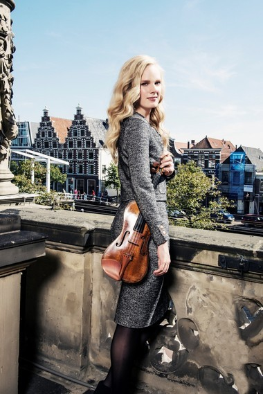 Violinist Simone Lamsma made her second appearance with the Cleveland Orchestra Saturday night, collaborating with former assistant conductor James Feddeck in a performance of the Tchaikovsky Violin Concerto.