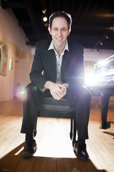 Oberlin-trained pianist Spencer Myer joined baritone Mario Diaz-Moresco Monday on the season finale of the Rocky River Chamber Music Society.