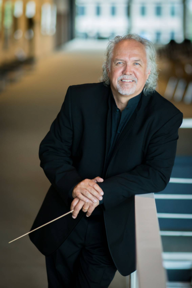 """Conductor Donald Runnicles more than ably stood in for music director laureate Christoph von Dohnanyi on the podium of the Cleveland Orchestra this week, in a program featuring Mahler's """"Das Lied von der Erde."""""""