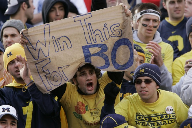Michigan fans at Ohio Stadium on Nov. 18, 2006 were mourning the death of legendary coach Bo Schembechler the day before.