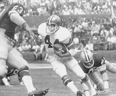 Browns running back Leroy Kelly, shown in a 1972 game against the Green Bay Packers, was one of the stars for the Browns in 1970 as they defeated the Cincinnati Bengals in the first-ever regular season game between the Ohio teams.