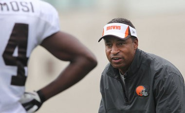 Cleveland Browns defensive coordinator Ray Horton loves to blitz, and the numbers prove that out: His 2012 Arizona Cardinals defense was one of the NFL's most prolific at blitzing the quarterback.