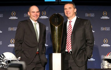 Urban Meyer (right) should give Ohio State a coaching edge over Oregon and Mark Helfrich (left).