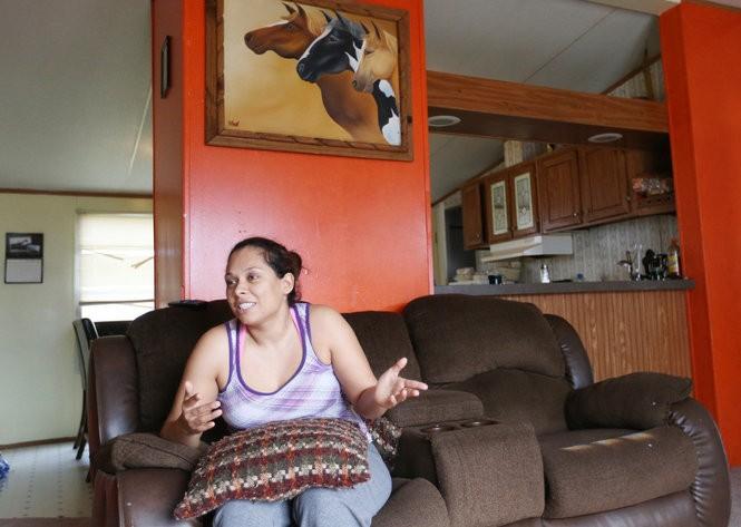 Diana Ramirez describes the raid of federal agents at Oakridge Estates trailer park in December 2014.