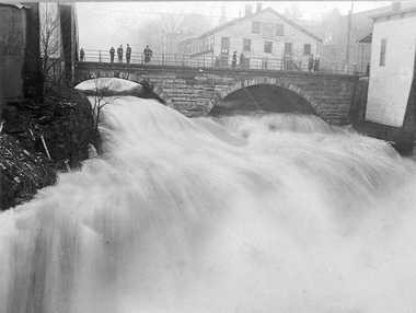 Heavy amounts of water flows over Chagrin Falls in 1913 during the flood.