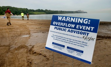For the second consecutive week, visitors to the Lake Erie beaches were being warned of excessively high bacteria levels in the water at Edgewater Beach and more than a dozen other beaches Tuesday.