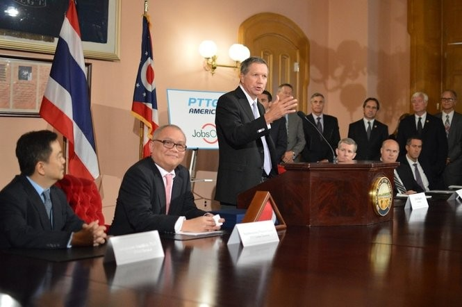 Kongkrapan Intarajang (left) and PTT Global Chemical Public Company Limited President and CEO Supattanapong Punmeechaow (second from left) joined Ohio Gov. John Kasich in September 2015 to announce the company would spend $100 million to determine the feasibility of building a world-scale petrochemical complex in Belmont County.  (PTTGCA)