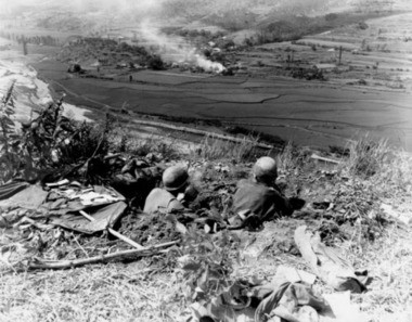 U.S. soldiers man the line at the Pusan Perimeter during the Korean War, a battlefield where Army Sgt. Peter Simon, a decorated World War II veteran, was killed in action. (U.S. Army photo)