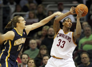 The Cavs are excited to sign Lou Amundson, shown here defending Alonzo Gee.