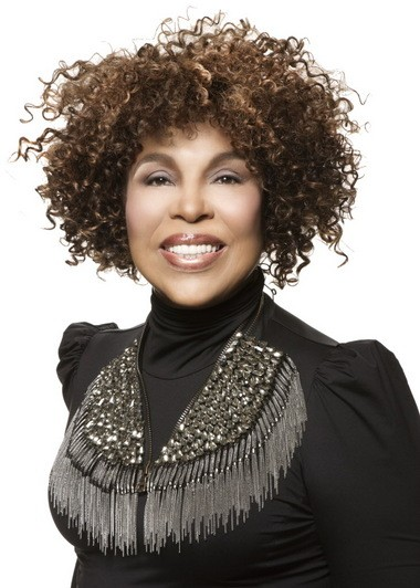 Roberta Flack may be in her 70s, but her voice is ageless. She showed that time and time again Saturday night at Severance Hall in a concert that also featured the young musicians from the Cleveland Institute of Music Orchestra.