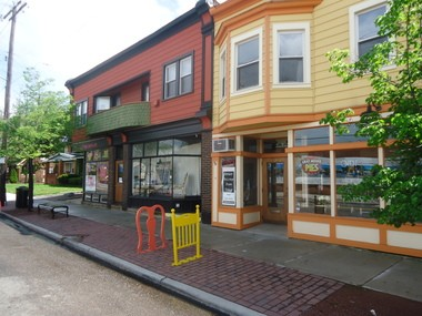 In one of the oldest commercial buildings in the Larchmere Boulevard Historic District, Gray House Pies and Poison Berry Bakery opened in April near East 122nd Street.