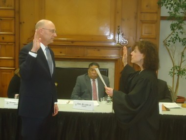 New interim Shaker Heights Mayor David Weiss gets sworn in Monday by Municipal Court Judge K.J. Montgomery. (Tom Jewell/special to cleveland.com)