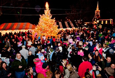 Independence will hold its annual tree-lighting ceremony at 5:30 p.m. Saturday in town square. In other news, more than 40 foster children will be treated to breakfast with Santa and Mrs. Claus at the LongHorn Steakhouse on Rockside Road, and Independence High School has been named one of Ohio's top academic high schools by Gerber Analytics, LLC.