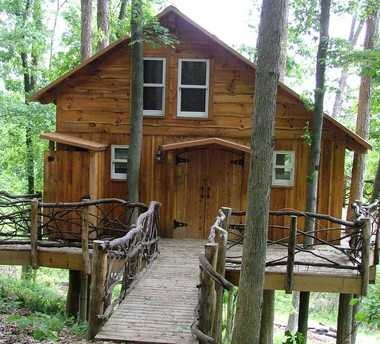 Today's treehouses have gone upscale: This one, in Ohio's Mohican region, features a kitchen, bathroom and satellite TV -- plus a terrific view.