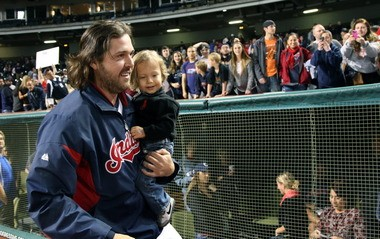 Indians closer Chris Perez avoided arbitration by signing a one-year contract Friday worth an estimated $7.3 million, plus bonuses.