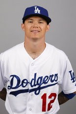 The Indians acquired infielder Justin Sellers from the Dodgers.