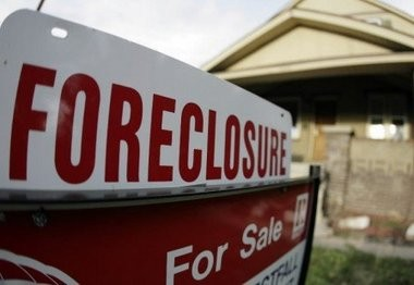 Foreclosure rates fell in metro Birmingham and Alabama during April.