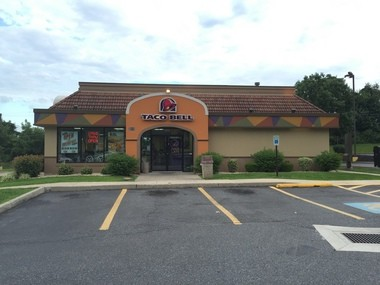 This Easton Avenue Taco Bell will close and move to a new location in the shopping center near Big Woody's further west on Easton Avenue. (Sara K. Satullo | For lehighvalleylive.com)