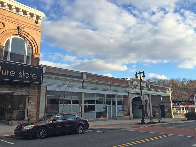Bethlehem developer Lou Pektor is planning for a four-story building with 32 condos in the Heritage Lanes space in Downtown Easton. (lehighvalleylive.com file photo)