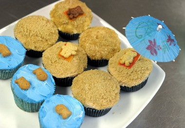 Jennifer Rao, of Around the World in 80 Cakes in Washington, shows us how to pull off these beach bear cupcakes for your next pool party.
