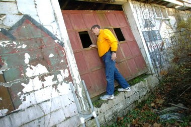 """Neal Fehnel looks into a building at Bushkill Park in Forks Township that contains pieces of old rides in 2010. """"American Pickers"""" Mike Wolfe and Frank Fritz rummaged through the building during their July 2010 visit."""