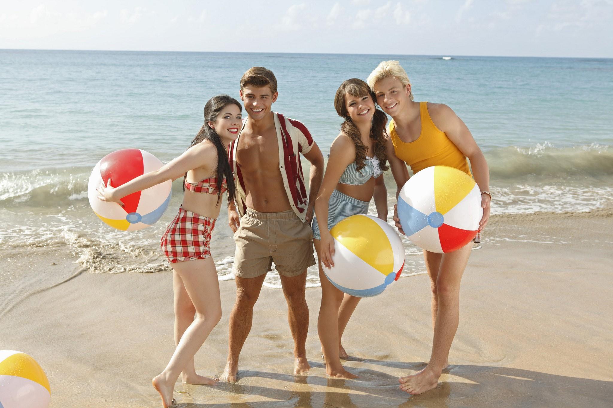 Starlets in 'Teen Beach Movie' crush on '60s style - lehighvalleylive.com
