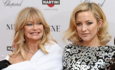 """This Dec. 15, 2009 file photo shows actress Goldie Hawn, left, and her daughter Kate Hudson at the premiere of """"Nine"""" at the Ziegfeld Theatre in New York."""