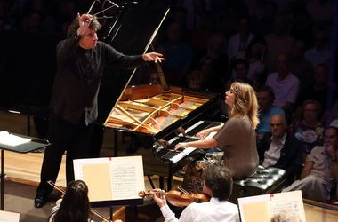 Conductor Giancarlo Guerrero, pianist Ingrid Fliter and the Boston Symphony Orchestra perform Chopin's second piano concerto at Tanglewood in Lenox on Saturday.
