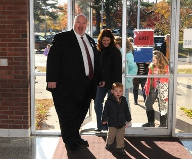 11/05/13 - Westfield - State Senator-elect Donald Humason, his wife Janice, and son Quinn arrive at the Juniper Park School to cast their ballots Tuesday. Humason won the election against Democrat David Bartley to succeed Michael Knapik in the state Senate. (Republican Photo by Mark M. Murray)