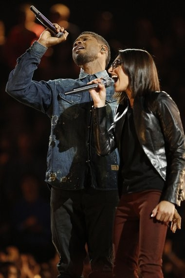 """Usher, Amherst resident Michelle Chamuel's coach sing a duet at """"The Voice"""" season finale Tuesday night. Chamuel finished second in the competition."""