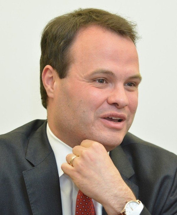 State Senator Eric Lesser is pushing a student loan bill of rights to give student debtors a better chance at a square deal with loan servicers.