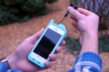 University of Michigan startup TurtleCell is taking pre-orders for the first-ever iPhone 5/5s case with built-in, retractable headphones.