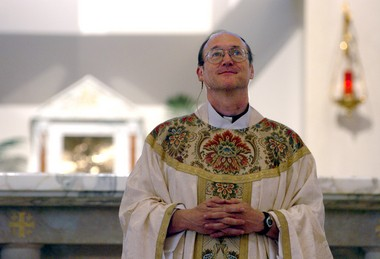 The Rev. Ed Fride conducts mass in April 2005 at Christ the King Catholic Church in Ann Arbor.