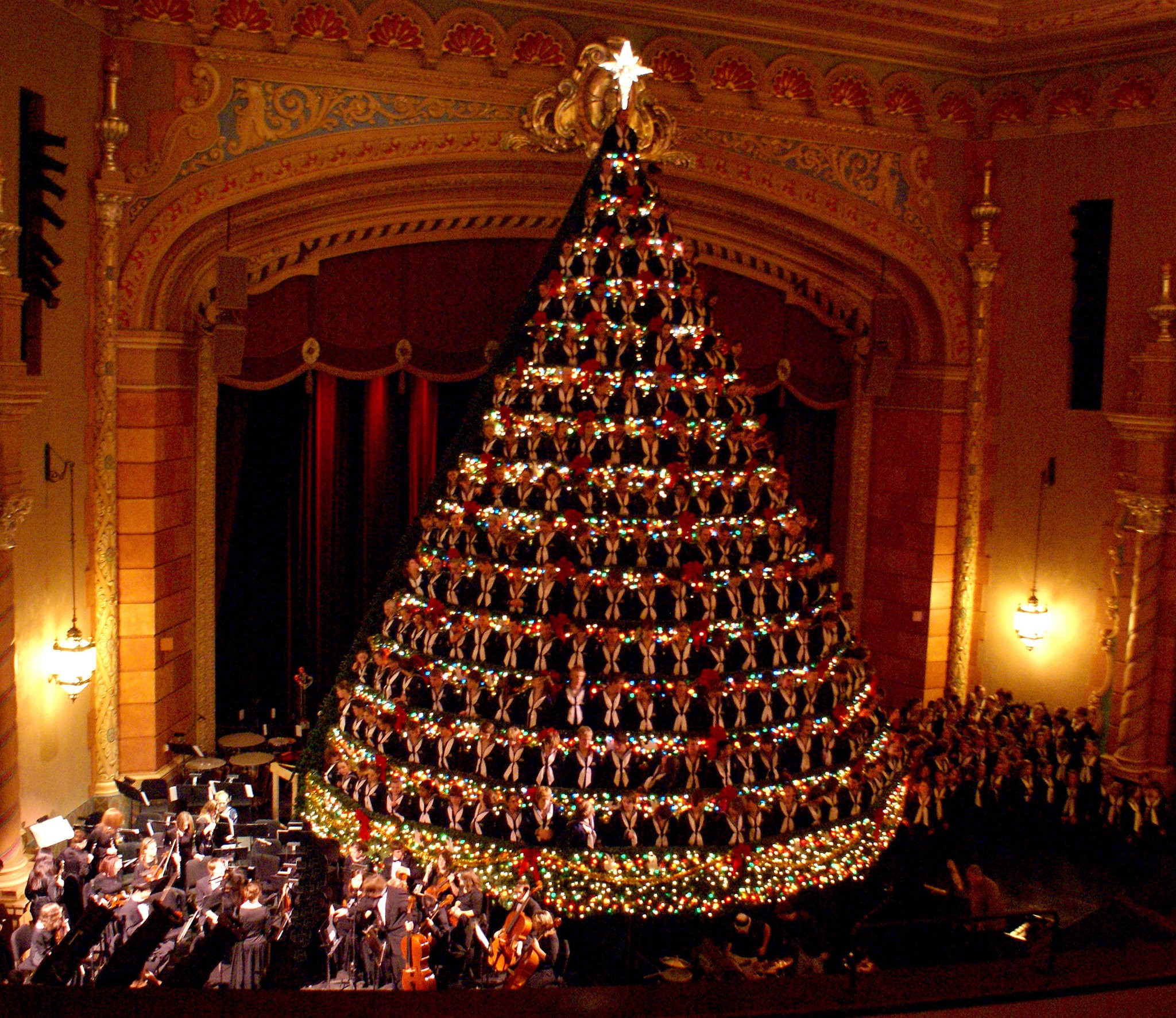 Singing Christmas Tree Muskegon 2021 Travel Channel To Film Singing Christmas Tree Concert For Upcoming Holiday Special Mlive Com