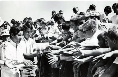 Jerry Schoenith signs autographs for fans during a boat race (courtesy image).