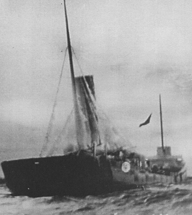 The Waldo up on the rocks in 1913, her distress flag flying. Photo courtesy of Wikimedia Commons.