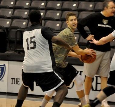Oakland University senior Travis Bader works on his offensive skills during a team practice on Jan. 30, 2014.