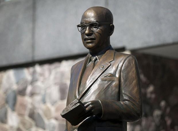 Mayor Lyman Parks statue unveiling