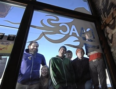 Division Avenue Arts Cooperative members (from left) George Wietor, Jenn Schaub, Brad Robinson, Joe Robinson, Chad Victory, and Joe Kolean, looking through the window into DAAC in 2008. (Katy Batdorff | Grand Rapids Press)